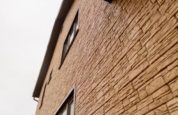 Фактура дикого камня на фасадных панелях Я-Фасад Крымский сланец