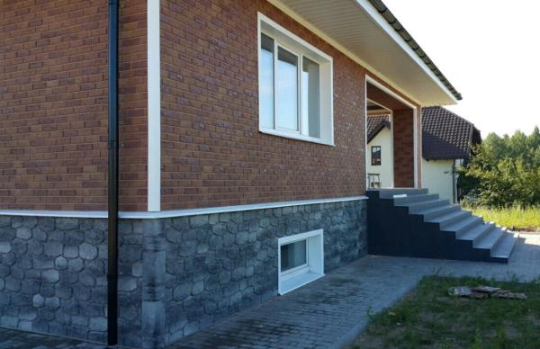Пример оформления цоколя панелями Альта Профиль Бутовый Камень Скандинавский