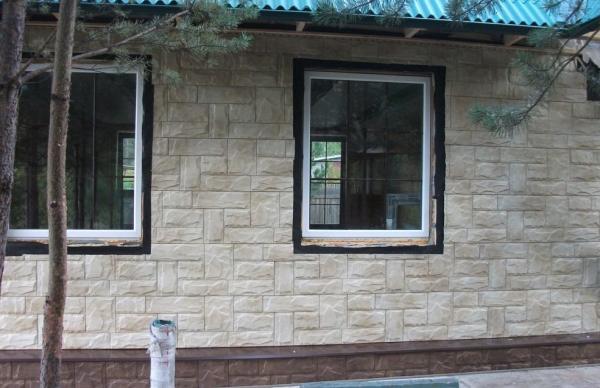 Панели из полипропилена под камень серии Гранит в цвете Крымский