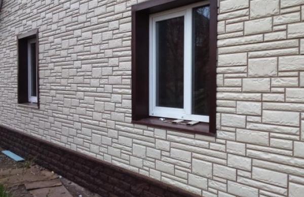 Фасадные панели Фагот на цоколе